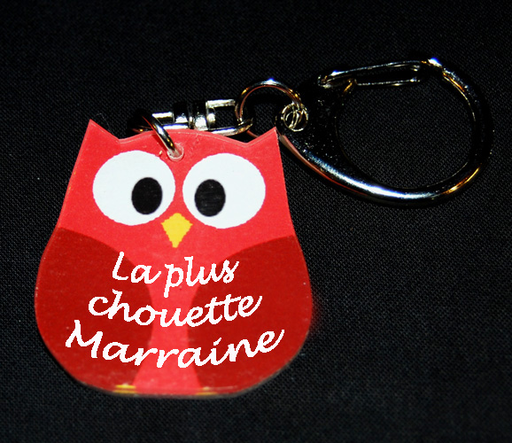 Porte-clés chouette rouge message ´´la plus chouette Marraine´´